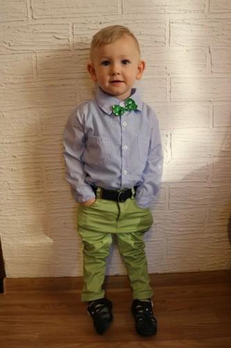 b9cafa6cab0da Elegancki zestaw dla chłopca spodnie rurki, koszula i mucha Sophie ...